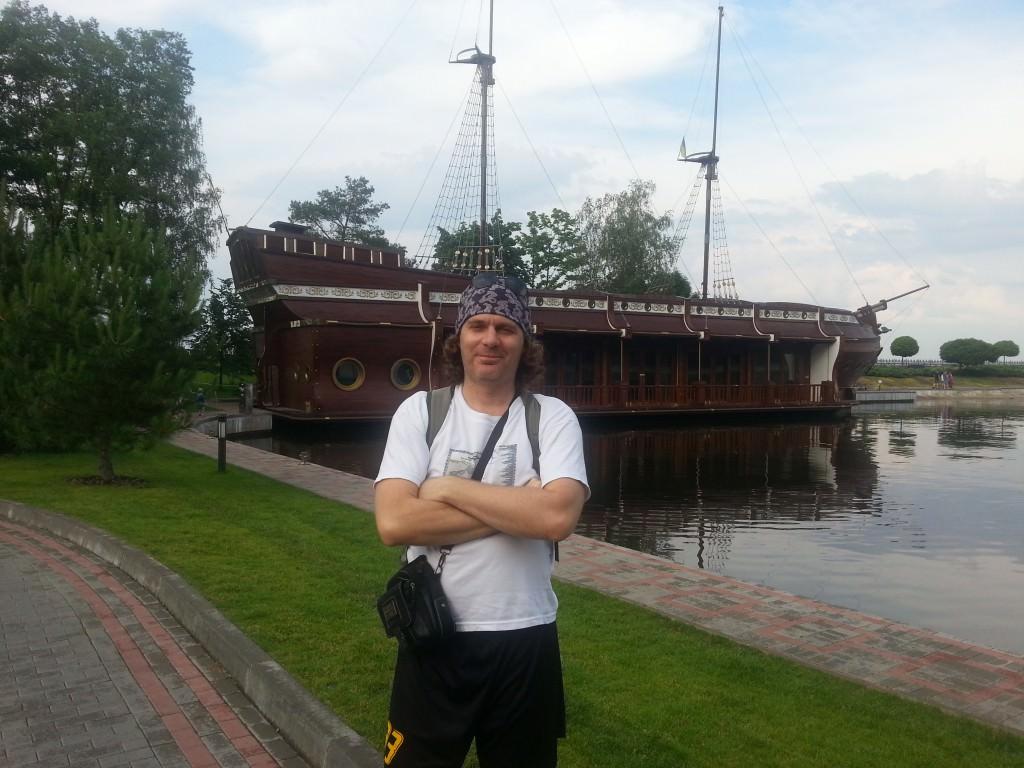 корабль в гавани Януковича