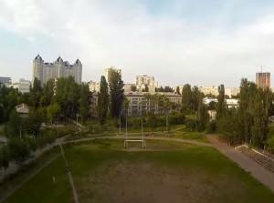 вид с дрона на футбольное поле